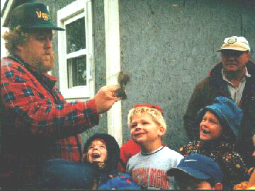 showing banded bird to kids